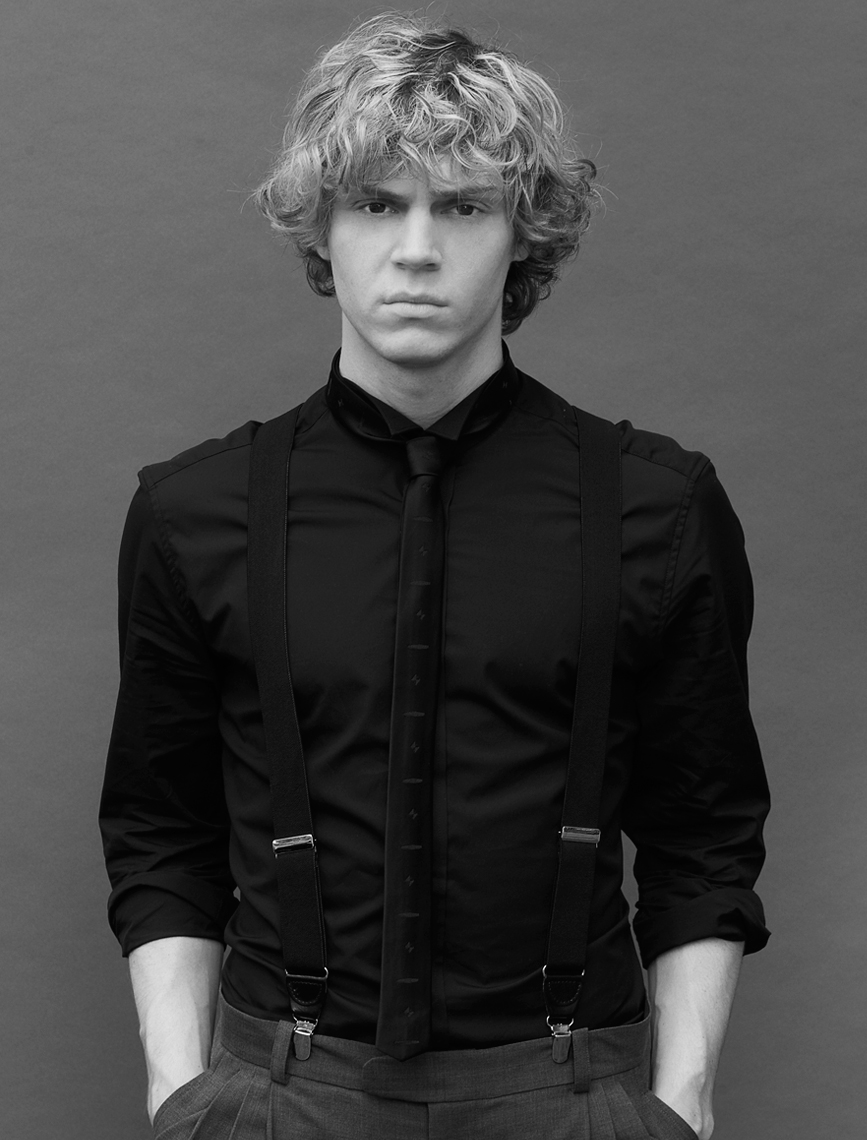 Evan-Peters-2